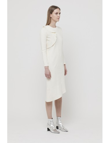 Dress with ruches on the shoulder