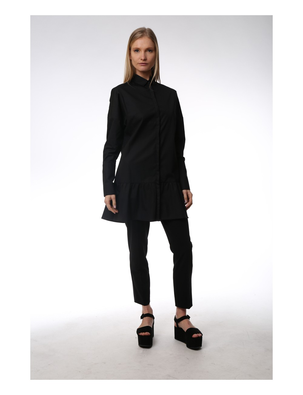Black maxi shirt with ruches on the low. Cotton Popeline.