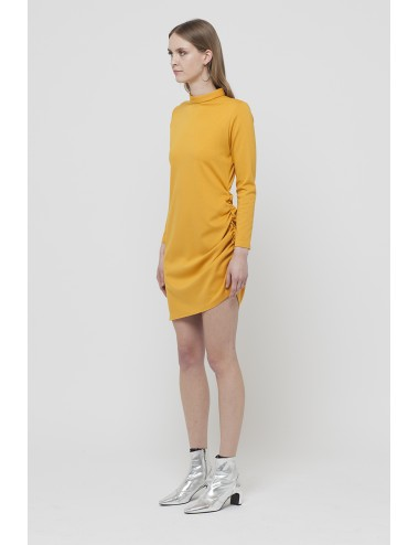 Dress with curl on the thigh
